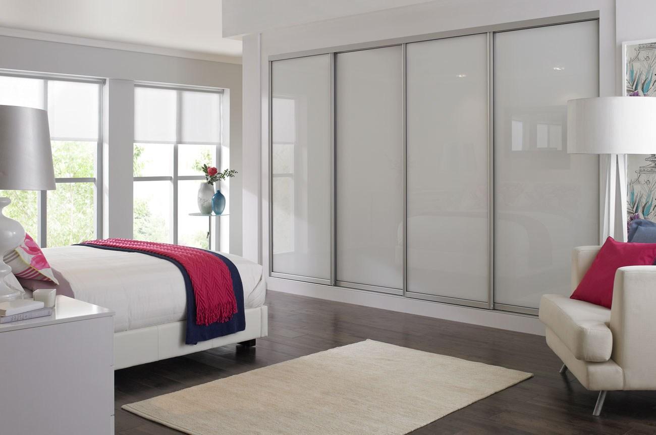 Встроенный шкаф купе в спальню, его фото, особенности и прав.